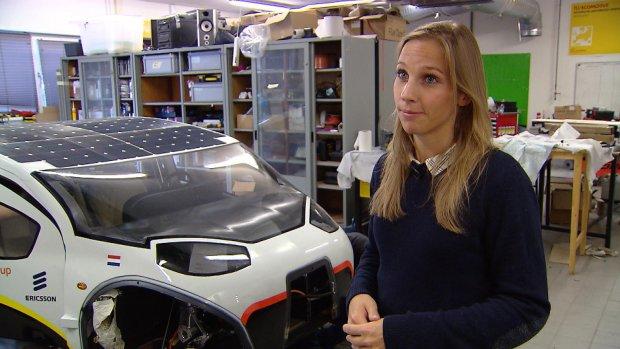 Vanaf nu te koop: de eerste gezinsauto op zonne-energie