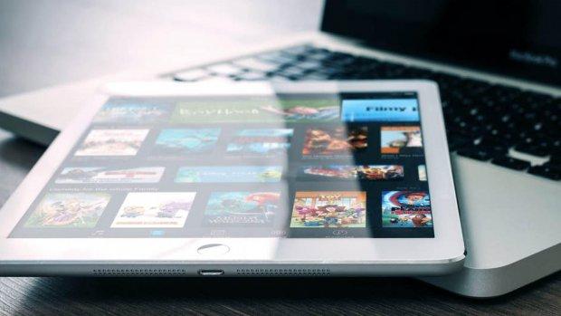 Nederlanders downloaden veel minder illegale films en muziek