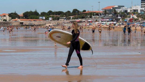 Let op: vliegen met je golftas of surfplank kan duur uitpakken