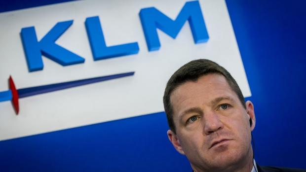 Hoog spel: Minister wil het opnemen voor KLM-topman Elbers