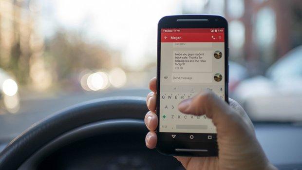 Autoverzekering duurder door appen achter stuur