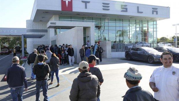 Tesla haalt 1,8 miljard dollar op voor productie van Model 3