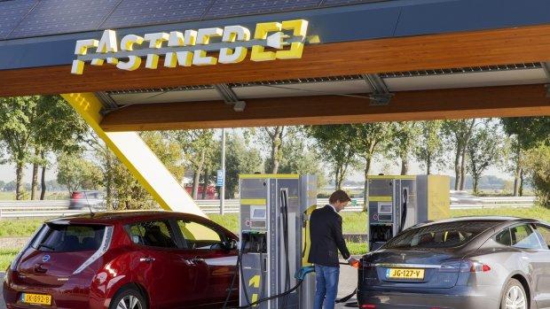 Tankstation voor elektrische auto's Fastned wil naar de beurs