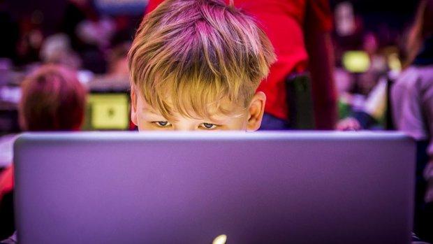'Kinderen moeten verplicht computerles krijgen om werkloosheid te voorkomen'