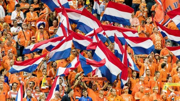 'Bestuur Supportersclub Oranje verrijkte zich met tonnen'
