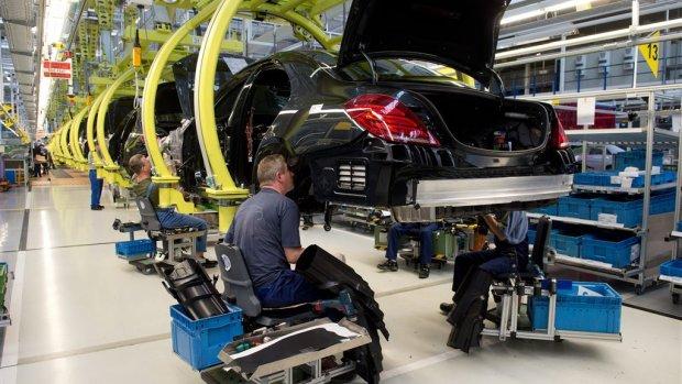 Mercedes gaat bezuinigen om elektrische auto's te maken