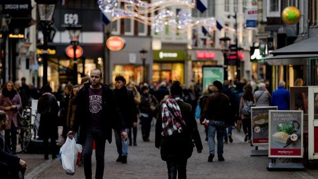 Consumentenvertrouwen daalt, consumptie neemt toe