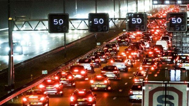 Chaos op de weg: samenloop van omstandigheden zorgt voor veel file