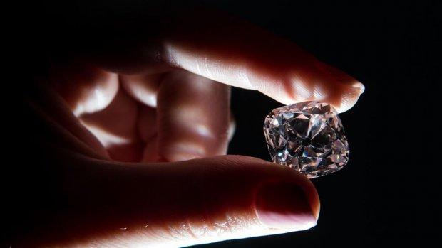 Diamant van Napoleon en Lodewijk XIV geveild