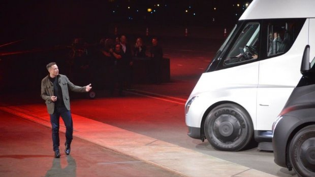 Tesla onthult elektrische vrachtwagen én supersnelle sportwagen