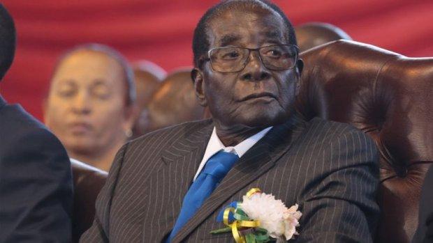 Afgetreden president Mugabe krijgt grote zak geld mee
