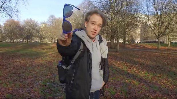 Deze 2d-video wordt 3d met behulp van een zonnebril