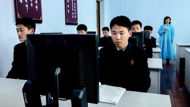 'Families Noord-Koreaanse hackers krijgen bananen'