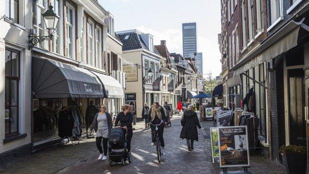 Nederlanders sparen minder door lage rente