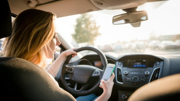 Weer honderden automobilisten op de bon voor appen en bellen