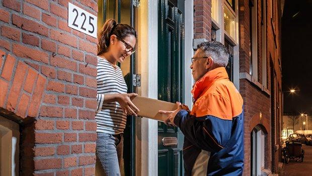 Problemen bij PostNL door Black Friday, pakketjes komen later aan