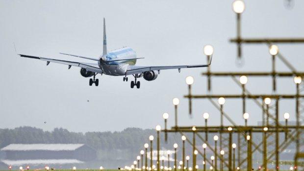 'Schiphol mist vergunning, aantal vluchten moet omlaag'