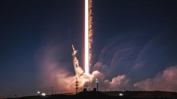 SpaceX lanceert satelliet ter grootte van een stadsbus