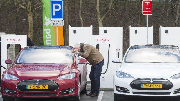 Trage opmars elektrische auto's in Nederland