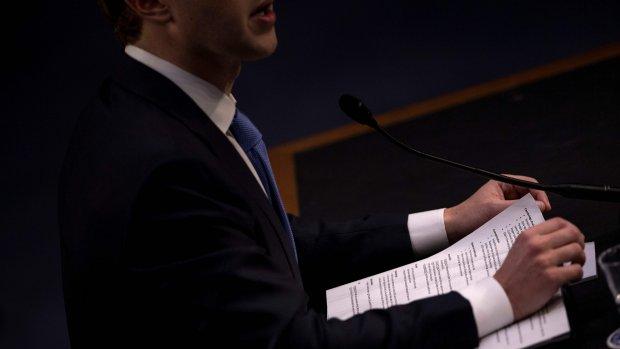 Zuckerbergs spiekbriefje: respectvol antwoorden, Apple aanpakken