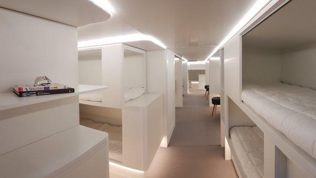 Slapen in het vliegtuig? Airbus bouwt slaapcabines in vrachtruim