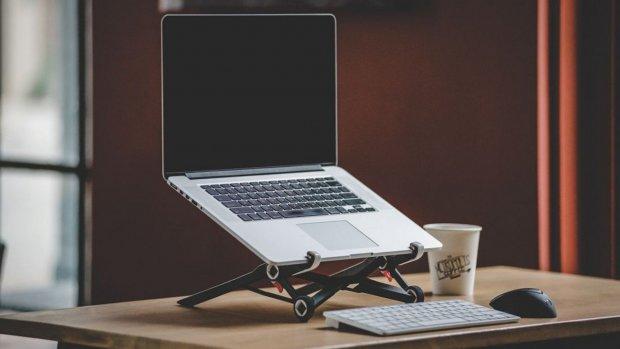 Handig voor zzp'ers: overal werken met de Roost-laptopstandaard