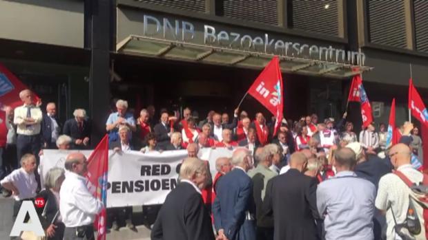Senioren bezetten DNB-gebouw uit woede over pensioenen