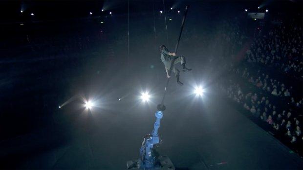 Video: acrobatiek met een robotarm