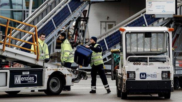 Bagagepersoneel Schiphol legt werk neer