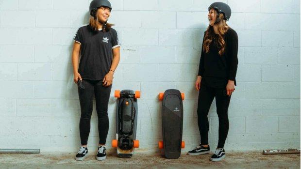 Nieuw elektrisch skateboard met compact formaat
