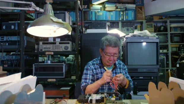 Mini-docu: de kunst van repareren van oude tv's