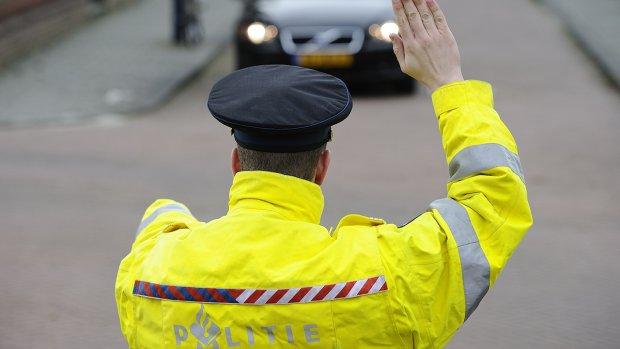 Motorrijder rijdt vol gas op Middelburgse agent in