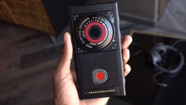 Deze RED-smartphone heeft een holografisch scherm