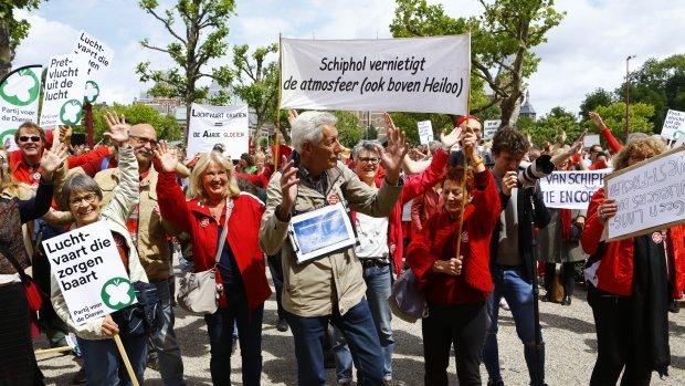 Duizenden protesteren tegen groei luchtvaart