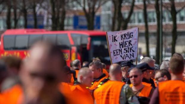 Bonden boos op politietop, dreigen met publieke acties