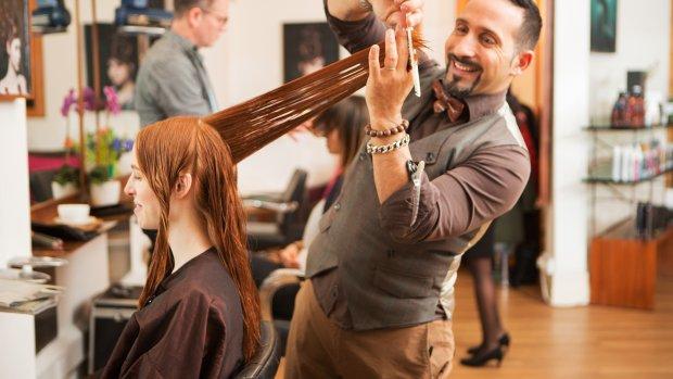 Vrouwen betalen meer voor de kapper dan mannen: 'Heel vreemd'