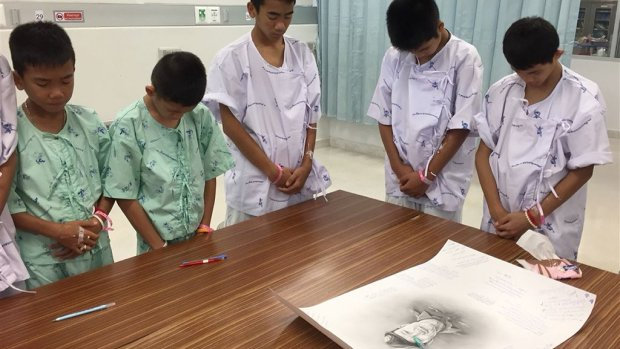 Tranen van Thaise jongens voor overleden duiker
