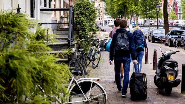 Illegale Zeecontainers in Amsterdam verhuurd via Airbnb