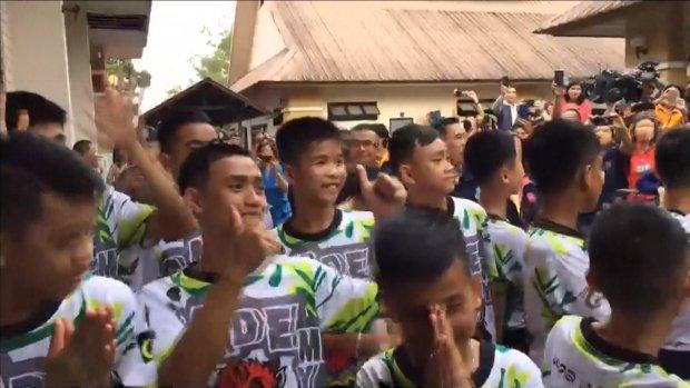 Live: persconferentie Thaise grotjongens