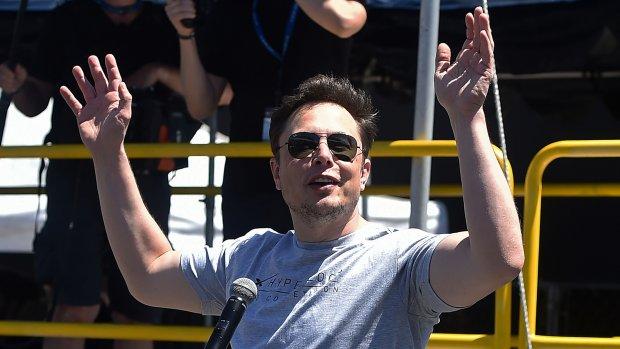 Musk 'overweegt Tesla van beurs te halen', aandeel schiet omhoog
