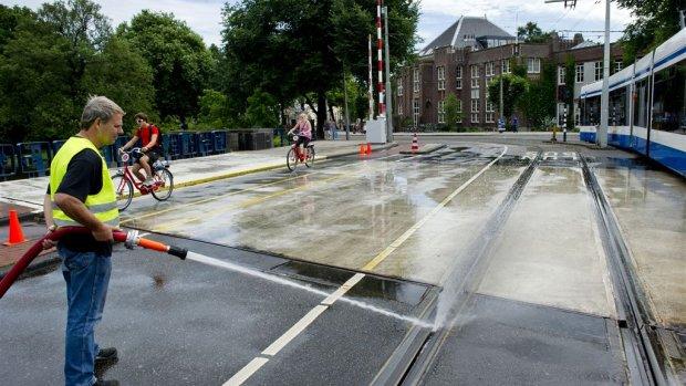 Binnenvaart boos om dichte bruggen Amsterdam