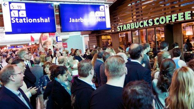 NS stopt uitbating Broodzaak, Smullers en Starbucks