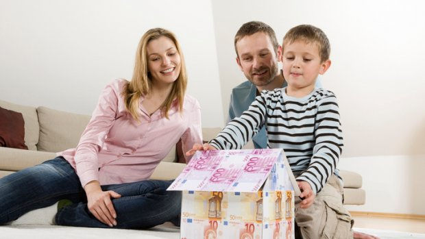 Tweeverdieners verdienen meer, inkomen eenverdieners omlaag