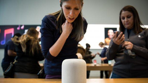 Medewerkers die naar Siri-fragmenten luisterden ontslagen