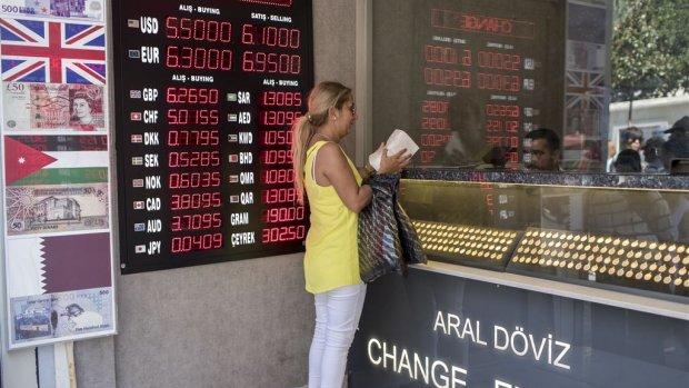 Erdogan tegen Turken: verkoop euro's om lira te stutten