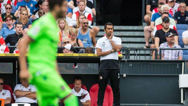 Van Bronckhorst gooit Feyenoord op de schop