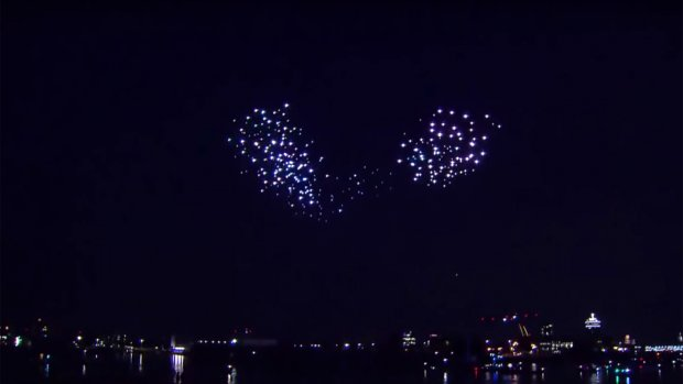 Video: lichtshow met drones boven Amsterdam