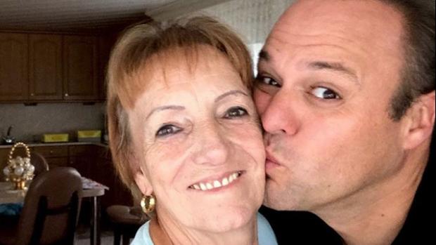 Frans Bauer wenst jarige moeder al het geluk van de wereld