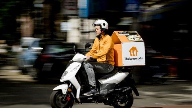 Einde aan gevaar op de weg: maaltijdbezorgers op scooterles