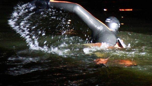 22 kilometer meezwemmen met Maarten: 'Dan moet je wel gek zijn'
